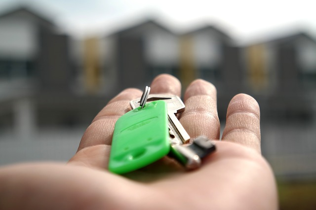 Doradca klienta odnajdzie się również na rynku nieruchomości